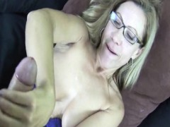 Busty spex cougar wiping...